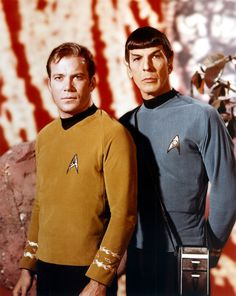 "William Shatner ""Kirk"" And Leonard Nimoy ""Spock"" # Star Trek Original Series by janice Star Trek Enterprise, Nave Enterprise, Star Trek 1966, Star Trek Tv, Star Wars, Leonard Nimoy, Stargate, Christopher Eccleston, Johnny Depp"