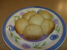"Bread Rolls in the Slow Cooker - ""Bake"" bread in your slow cooker. These dinner rolls will go with any meal. #SlowCookerRecipes"