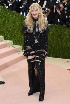 Madonna abusa da transparência em noite de gala