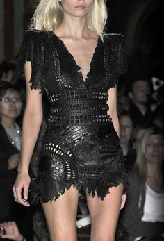 Amazing Fashion Design by Balmain. Great leather cut work and stencil! One hot black leather dress! Fashion Moda, Runway Fashion, High Fashion, Paris Fashion, Haute Couture Style, Christophe Decarnin, Vestidos Fashion, Balmain Dress, Estilo Rock