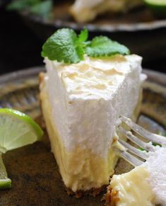 klingskitchen.se - Key lime pie med marängtäcke Key Lime Pie, Fika, Cheesecakes, Tarts, Deserts, Food And Drink, Sweets, Cookies, Drinks