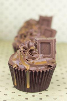 Objetivo: Cupcake Perfecto.: Cupcakes de chocolate con dulce leche (y más sobre mi segundo libro...)