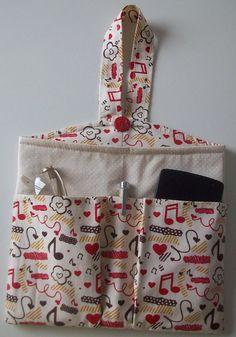 Lixieirinha organizadora,com bolsos que acomoda o seu  celular,óculos e caneta. Toda estruturada!