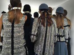 Backstage Instagram de la Fashion Week de Paris : Le look beauté aérien du défilé #Chanel printemps-été 2016 Chanel Airlines coiffure