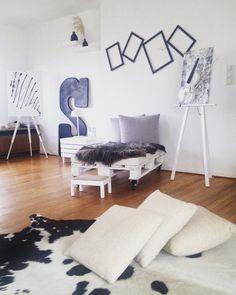 Die Moderne Variante Des DIY Palettensessels Hier Sehr Schon Kombiniert Mit Fell Und Kissen