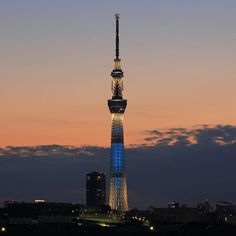 Instagram【oka5335】さんの写真をピンしています。 《東京スカイツリー 粋 夕景 マジックアワー ーTokyoskytree,Mt.Fuji,iki,Magichourー 撮影日:06.November.2016 . #instagram #photooftheday #cooljapan  #japan #tokyo #tokyonightview #nightview #Magichour #canon #canonphotos #eos #5Dmarkiii  #nightscape #nightscene #tokyoskytree  #スカイツリー #東京スカイツリー #粋 #夕焼け #夕景 #夜景 #東京夜景 #グラデーション》