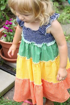 Gingham rainbow dress, fast, sweet and summery!    http://www.made-by-rae.com/2011/08/just-had-to-show-you-rainbow-dress/?utm_source=rss&utm_medium=rss&utm_campaign=just-had-to-show-you-rainbow-dress