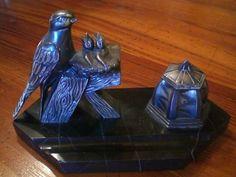 encrier ancien en bronze ou régule sur plaque de marbre noir veiné signé JAMAR