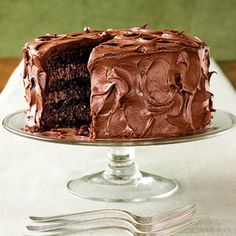 Homemade Cake Recipes Every Baker Will Love Rich Chocolate Layer Cake - Made from a mix + mayonnaise and cocoa.Rich Chocolate Layer Cake - Made from a mix + mayonnaise and cocoa. Köstliche Desserts, Delicious Desserts, Dessert Recipes, Cookie Recipes, Yummy Food, Cupcake Cakes, Cupcakes, Sweets Cake, Bon Dessert