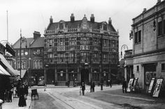 The Bell pub corner of Forest road looking from Hoe street towards bell corner in 1909 a cinema on the right of pic Alan Russell (@soxgnasher) on Twitter Vintage London, Old London, London History, Forest Road, Cinema, England, Street View, Hoe, Places