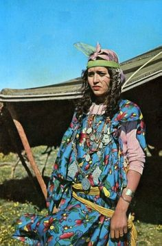 Africa   Woman from the north of Tunisia.   Scanned postcard; publisher Carthage. No. Rh 21
