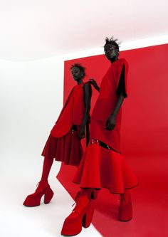 SUPERSelected is the destination for black fashion models, black fashion designers, black alternative musicians, black alternative culture and black lgbt Fashion Poses, Fashion Shoot, Editorial Fashion, Fashion Art, Fashion Design, Street Fashion, Editorial Photography, Fashion Photography, Red Photography