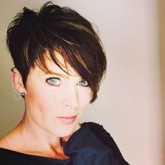 Classy short pixie haircuts and hairstyles for thick hair (29)