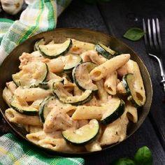 Makaron rurki z cukinią i kurczakiem w sosie śmietanowym Zucchini, Chili, Curry, Lunch, Vegetables, Food, Diet, Curries, Chile