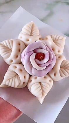 Creative Cake Decorating, Cake Decorating Videos, Cake Decorating Techniques, Creative Food Art, Creative Cakes, Pasta Crafts, Food Crafts, Decors Pate A Sucre, Pastry Design