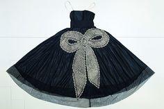スージー・メンケス:ジャンヌ・ランバン展覧会 | VOGUE「ラ・キャバリーニ」、パール、クリスタルとメタリックな糸を使った刺繍で装飾された黒のタフタのイブニングガウン、1925年 Photo: Lanvin Heritage