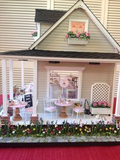 Miniature Cupcake Shop by Carol Vasil Miniature Rooms, Miniature Houses, Miniature Fairy Gardens, Miniature Furniture, Pink Dollhouse, Wooden Dollhouse, Dollhouse Miniatures, Dolls House Shop, Barbie Doll House