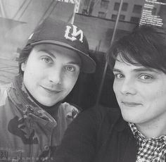 Find images and videos about my chemical romance, gerard way and mcr on We Heart It - the app to get lost in what you love. Gerard Way, Gerard And Frank, Mcr Memes, Band Memes, Emo Bands, Music Bands, My Chemical Romance, Frank Lero, Mikey Way
