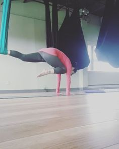 """52 Likes, 6 Comments - Nichole Bailey aka nugget (@dharmanugget) on Instagram: """"Day 3 #beachreadycore #kneetotricep #plank soar #core to sore core  with @sunkissedyogi…"""""""