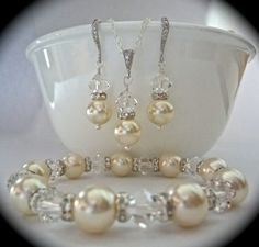 Pearl set // Necklace bracelet and earring by QueenMeJewelryLLC, $87.99