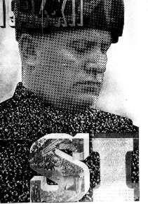 Manifesto celebrativo del plebiscito del 1929 costituito da un fotomontaggio dove il corpo di Mussolini, con il volto pensoso, è formato da un'imponente folla, a simboleggiare il duce che tutti comprende
