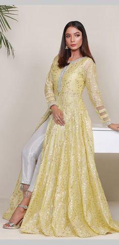 Floor length dress Indian Outfits Modern, Indian Designer Outfits, Designer Dresses, Indian Fashion Modern, New Dress Design Indian, Dress Indian Style, Indian Gowns, Indian Attire, Floor Length Dresses