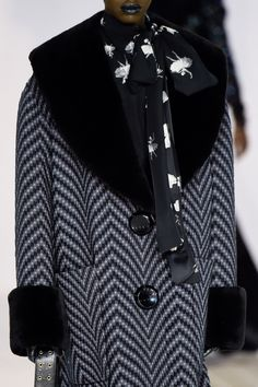 Marc Jacobs at New York Fashion Week Fall 2016 - Details Runway Photos Fall 2016, Marc Jacobs, New York, Oversized Clothing, Detail, Coat, Jackets, Clothes, Fashion