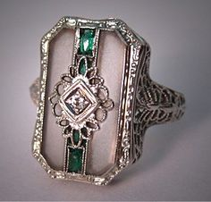 Art Deco diamond, emerald and camphor glass ring, 1920's