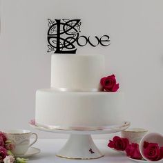 This romantic Celtic design cake topper could come straight from Lord of the Rings, The Book of Kells or Game of Thrones. Its stunning complexity will tell your love story to all your guests. Exclusive to our store, you will not find this design elsewhere Wedding Cake Fresh Flowers, Elegant Wedding Cakes, Cool Wedding Cakes, Elegant Cakes, Romantic Weddings, Wedding Cake Toppers, Irish Cake, Love Cake Topper, Luxury Cake