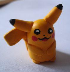 Pickachu en porcelanicron. Polymer clay Pikachu.