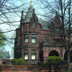 The grand gothic style Sorg Mansion in Middletown Ohio has similarities to castles and bell towers. The mansion is surrounded by beautiful gardens. | www.gettothebc.com | Butler County, Ohio