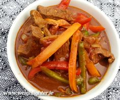 Beef Curry: 260 Kcals Per Serving Yummy Chicken Recipes, Yum Yum Chicken, Beef Recipes, Low Carb Recipes, Healthy Recipes, Diner Ideas, Beef Curry, Beef Dishes, Pot Roast