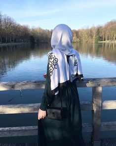 Image may contain: one or more people, people standing, outdoor, water and nature Hijab Niqab, Hijab Chic, Beautiful Muslim Women, Beautiful Hijab, Hijabi Girl, Girl Hijab, New Hijab, Hijab Hipster, Hijab Dpz