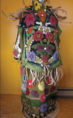 Caribou Women Flowers - front Photocredit: Teresa Burrows from the book Strange Materials by Leanne Prain: http://fiberartnow.net/fan-fare-leanne-prain/#.Vd8EQVNViko