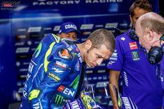 Rossi bei der Arbeit während der Testfahrten in Brünn.