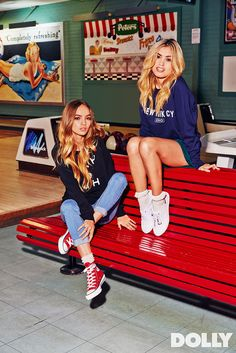 Inka Williams in Converse Chuck Taylor All-Stars. Red Converse Outfit, Red High Top Converse, Red Chucks, Converse Style, Converse Chuck Taylor All Star, Converse Fashion, White Converse, Sneakers Fashion, Converse Rouge