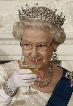 Queen Elizabeth II (Elizabeth Alexandra Mary) Apr UK by unknown photographer. Prinz Philip, Prinz Charles, Royal Crowns, Royal Tiaras, Princess Diana Jewelry, Die Queen, Eugenie Of York, Afrique Art, Royal Queen