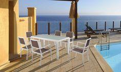 Tavolo da giardino in alluminio e textilene 6 posti Kate. Design minimal ed elegante per un tavolo da pranzo dalle linee moderne ed essenziali. Scopri le offerte sottocosto su www.luxurygarden.it