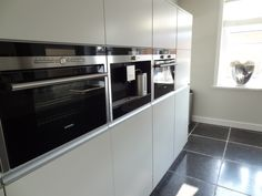 Strak kookeiland keuken met betonblad - Delade Interieur Bouw
