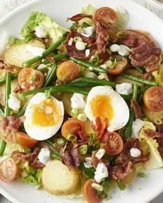 Warme aardappelsalade met krokante pancetta en ei Salads only for the summer? Then you have not yet tried this delicious warm potato salad with crispy pancetta and a delicious soft creamy egg. Healthy Snacks, Healthy Eating, Healthy Recipes, Salade Caprese, Warm Potato Salads, I Want Food, Good Food, Yummy Food, Dairy Free Diet