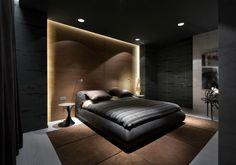 Большая спальня в темных тонах.