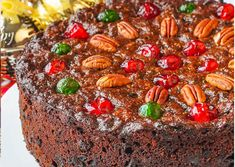 Can you resist them, when the fruit cake is this beautiful and appealing