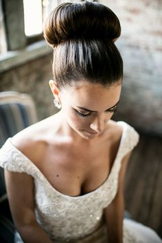 bridal style | topknot | brookelyn photography | via: style me pretty