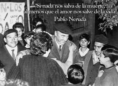 """""""Si nada nos salva de la muerte, al menos que el amor nos salve de la vida"""". Pablo Neruda. Más frases suyas: http://www.muyinteresante.es/historia/articulo/doce-frases-de-pablo-neruda-431373624636 #quotes #frases"""