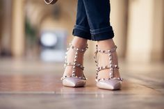 Reallllyy want these Valentino nude studded pumps in my life !