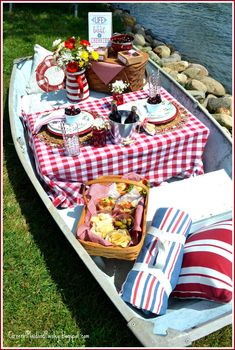 Picnic Ideas Discover Life is a Boat of Cherries - Dining Alfresco Hop Corner of Plaid and Paisley: Life is a Boat of Cherries - Dining Alfresco Hop Picnic Date, Beach Picnic, Summer Picnic, Romantic Picnics, Romantic Dinners, Picnic Foods, Picnic Recipes, Picnic Decorations, Cherry Season