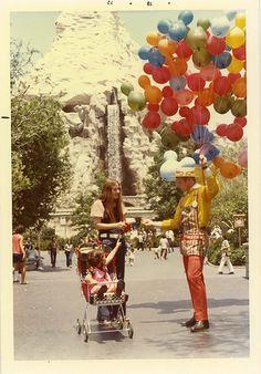 Walt Disney World Disneylândia Vintage, Disney Vintage, Retro Disney, Vintage Disneyland, Old Disney, Disney Magic, Disneyland California, Vintage Stuff, Anaheim California