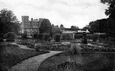 Old photograph of Gordon Castle near Fochabers in Moray, Scotland. Gordon Castle, Old Photographs, Royal Palace, My Heritage, My Land, Abandoned Buildings, 15th Century, Palaces, Genealogy
