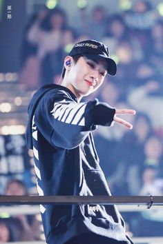 Wanna-One - Lai Guanlin Korean Boy Bands, South Korean Boy Band, Jinyoung, K Pop, Rapper, Swing, Guan Lin, Lai Guanlin, Ong Seongwoo