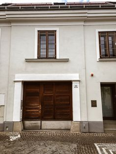 Wooden doors, paved streets and nostalgic flair - old town. Hier geht's zu meiner Home & Interior Seite. New Experience, Wooden Doors, Outdoor Decor, Instagram Posts, Interior, Home Decor, Good Morning Love, Architecture, Thursday